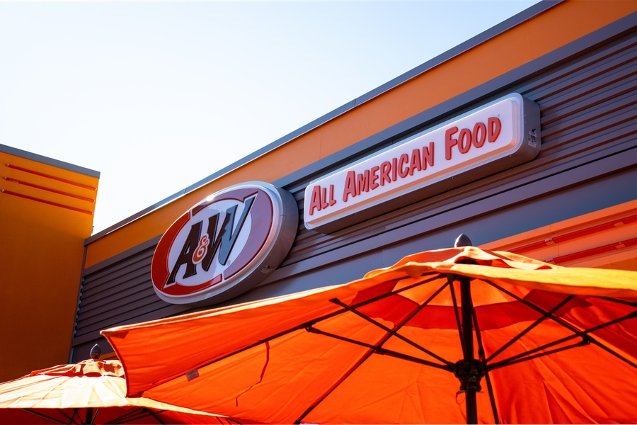 Exterior photo of A&W Restaurant sign during the daytime in Richmond, KY.