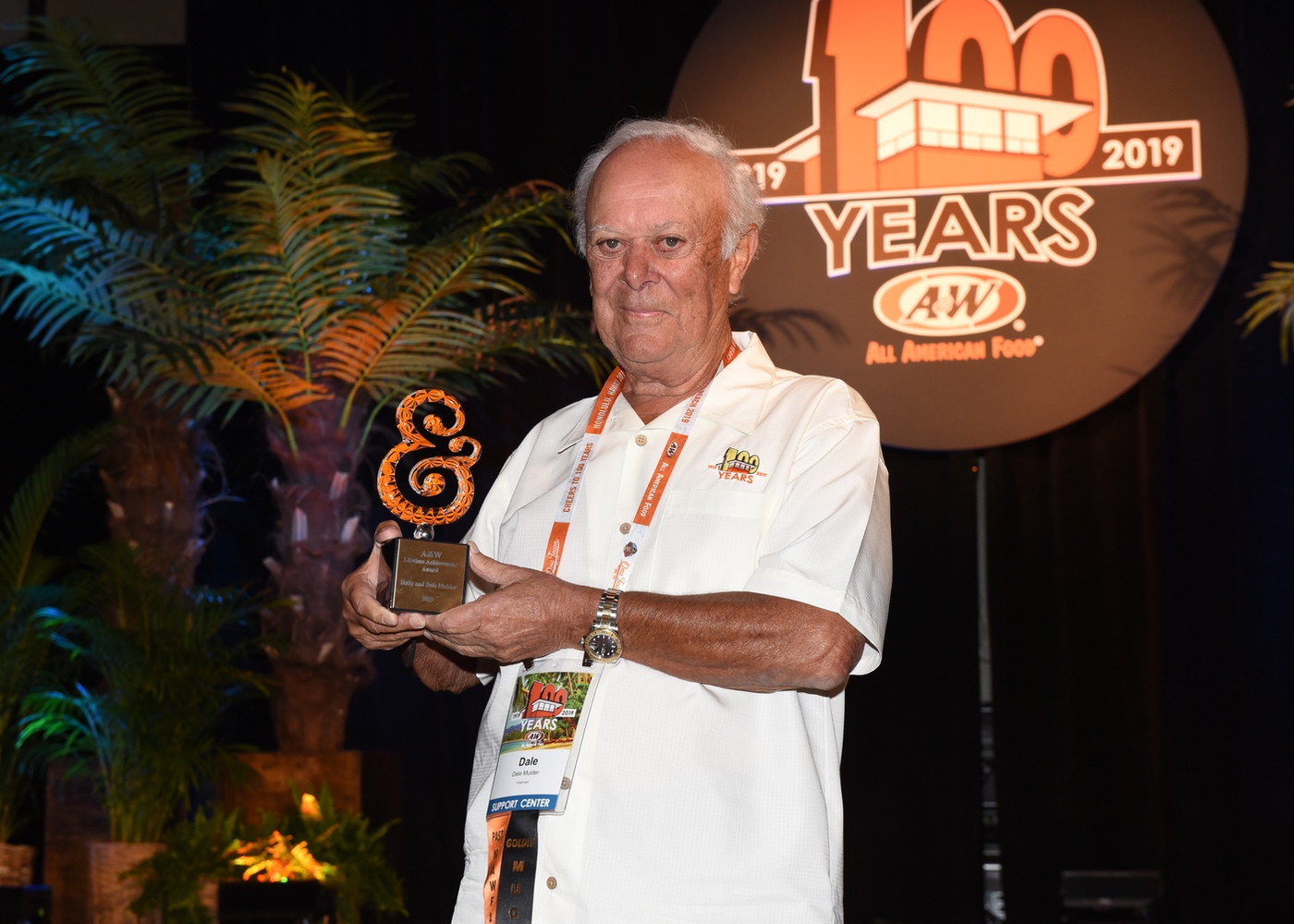 Photo of A&W Chairman Dale Mulder holding award