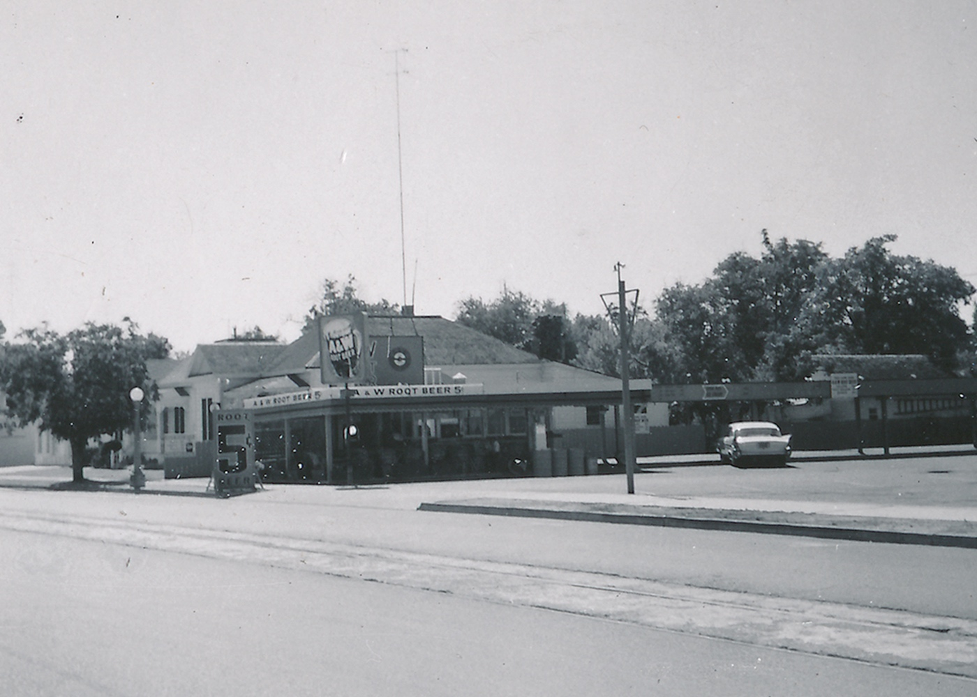 Black and white photo of A&W Restaurant in Lodi, California